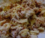 Салат из курицы, яиц и лука